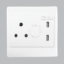16 AMP PLUG + 2 USB (5 per box)